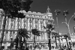 house-croisette-promenade-in-cannes-bw