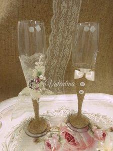 Κρυστάλλινα ποτήρια Νύφη - Γαμπρός από λινάτσα και δαντέλα